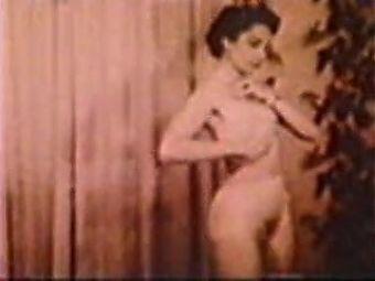 Vintage - The nun - 1945